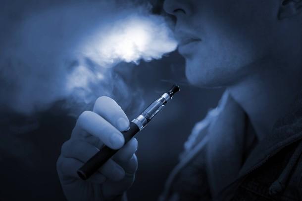 bild zu wie sch dlich ist die e zigarette ohne nikotin. Black Bedroom Furniture Sets. Home Design Ideas