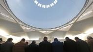 Mitglieder der muslimischen Gemeinde im Januar bei einem Freitagsgebet in Straßburg: Rechtsradikale sollen Anschläge auf Muslime in Frankreich geplant haben.