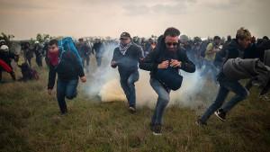 Falschmeldung führt zu Gewalt zwischen Polizei und Migranten