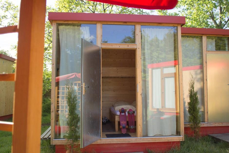 im scube park berlin tempelhof zeigt sich das campen der zukunft. Black Bedroom Furniture Sets. Home Design Ideas