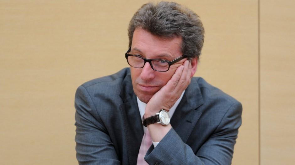 Georg Schmid im April 2013 im Bayerischen Landtag in München