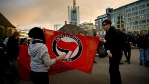 """Polizei löst verbotenen """"Rave gegen die Troika"""" friedlich auf"""