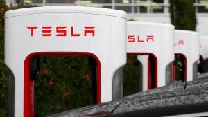 Ursache nach Tesla-Unfall unklar