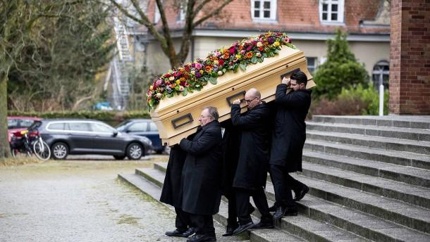 Trauerfeier für getöteten Fritz von Weizsäcker in Berlin