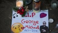 Trauer um George Michael vor seinem Haus in Goring-on-Thames.