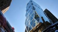 Fensterputzer vor Absturz von Wolkenkratzer bewahrt