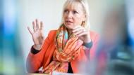 """""""Mittel für Innovationen bereitstellen"""": Sinemus in ihrem Büro in Wiesbaden"""