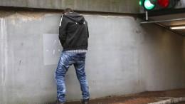 Bürgersteig als Klo benutzt: Gemeinde ermittelt Verdächtigen