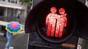 Fast jeder dritte Homosexuelle im Arbeitsleben diskriminiert