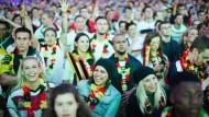 Das größte Fußballkino Hessens wird auch zu der Weltmeisterschaft in Russland wieder im Frankfurter Stadion ausgerichtet. Die Nationalfarben prägen das Bild.