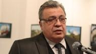Karlow hielt während der Ausstellung eine Rede.