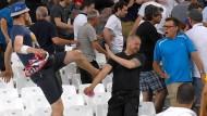 Fußball-EM in Frankreich: Bei einem Spiel mit russischer Beteiligung randalieren angereiste Hooligans im Stadion.