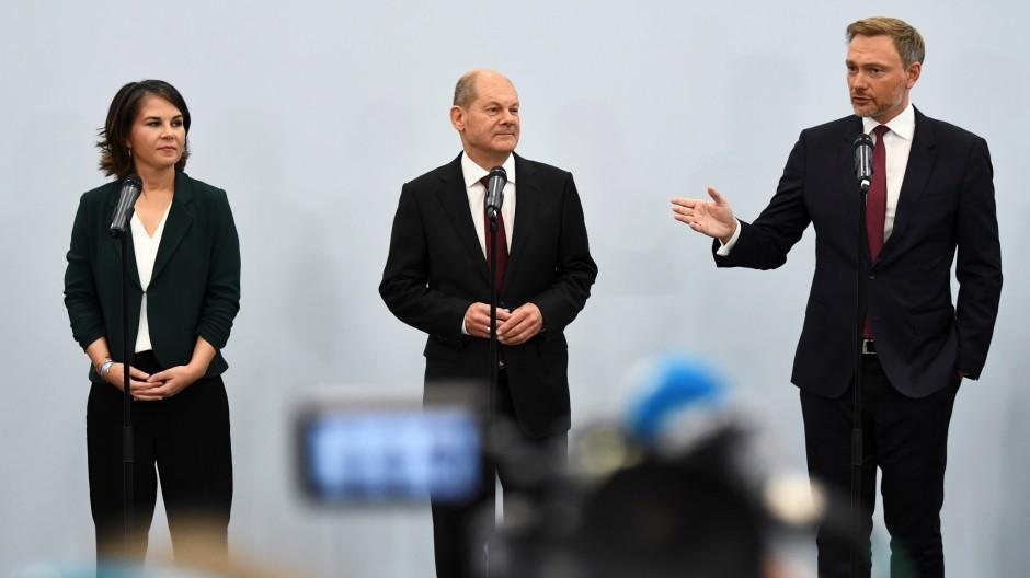 Wollen eine Ampel-Koalition bilden: Annalena Baerbock, Olaf Scholz, Christian Lindner