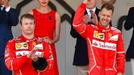 Ist Sebastian Vettel bereits die festgelegte Nummer Eins bei Ferrari? Räikkönen scheint nicht besonders begeistert.