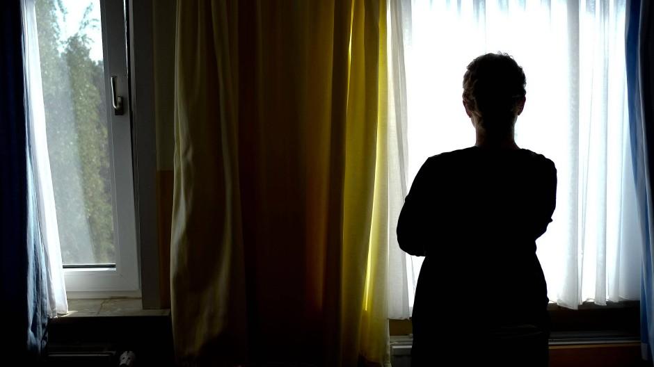 In Hessen wird nach der Meinung von Expertinnen zu wenig getan, um Frauen konsequent vor Gewalt zu schützen.