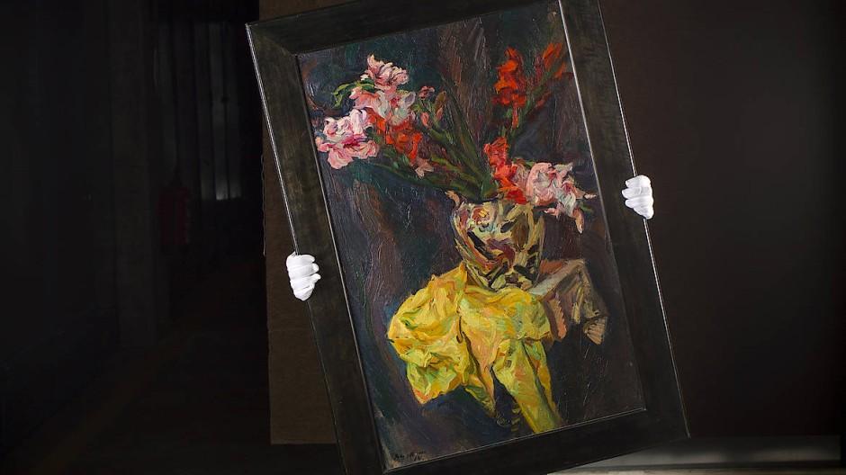 """Geniales Gelb: Das """"Stillleben mit Gladiolen"""" – hier in einer Kunstspedition – könnte Beckmann 1914 gemalt haben."""