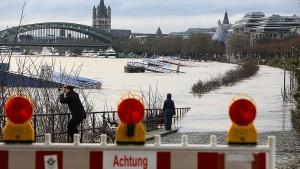 Hochwasser-Lage am Rhein entspannt sich