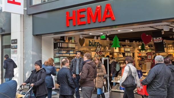 HEMA hält vorläufig an deutschen Filialen fest