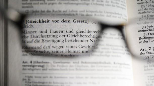 """Lasst die """"Rasse"""" im Grundgesetz"""
