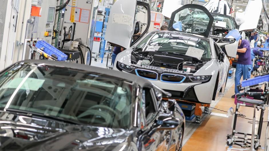 In der Autoindustrie fehlt es besonders an Halbleitern.