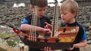 Spielzeugschiff fährt bis in die Karibik