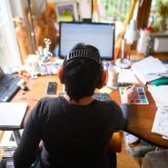 Wann und wo immer es möglich ist, sollten Beschäftigte in den nächsten Wochen von zu Hause aus arbeiten.