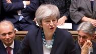 Theresa May verkündet im britischen Unterhaus eine Verschiebung der Brexit-Abstimmung an.