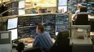 An Monitoren fehlt es nicht: Blick in die Betriebszentrale der Deutschen Bahn in München.