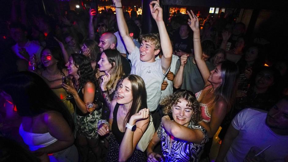 """Tanz in den """"Freedom Day"""": Junge Menschen feiern in der Nacht zu Montag in einem Londoner Club."""