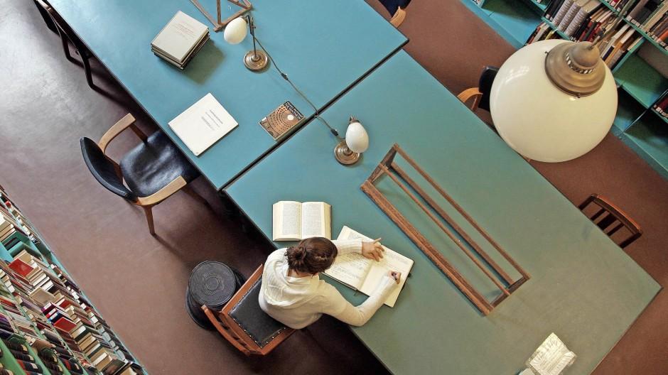 Investition in die Zukunft: Blick in eine Bibliothek der Humboldt-Universität in Berlin