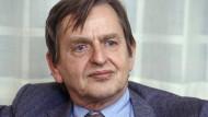 Olof Palme ist nach dem Kinobesuch mit seiner Frau niedergeschossen worden. Der Polizei unterliefen bei den Ermittlungen viele Fehler.