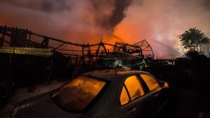 Lagerhalle mit Luxusautos in Frankfurt abgebrannt