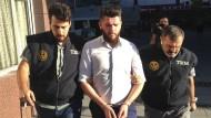 Sicherheitskräfte stürmen IS-Versteck
