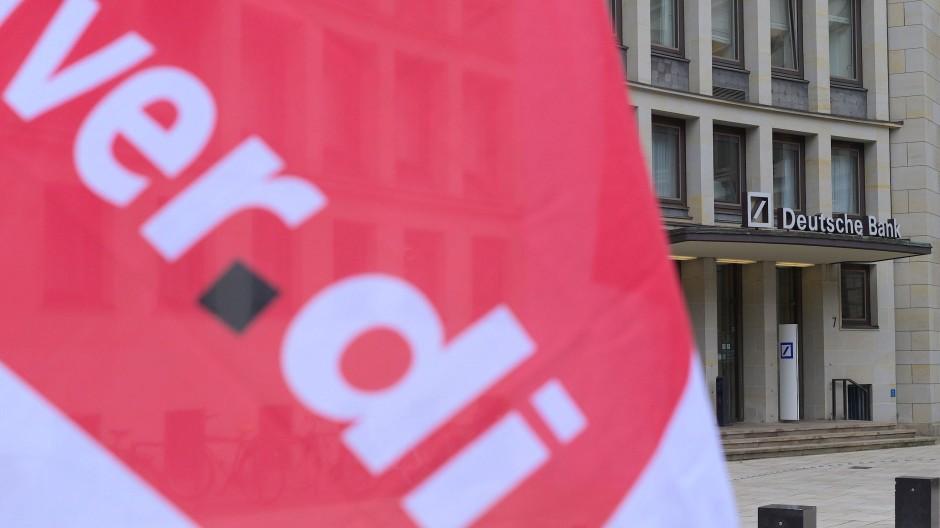 Flagge der Gewerkschaft Verdi.