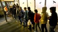 Kinder und Jugendliche auf ihrem Weg nach Schweden.