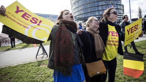 """""""Sieg für die Demokratie"""" oder """"schwarzer Tag für Netzfreiheit""""?"""