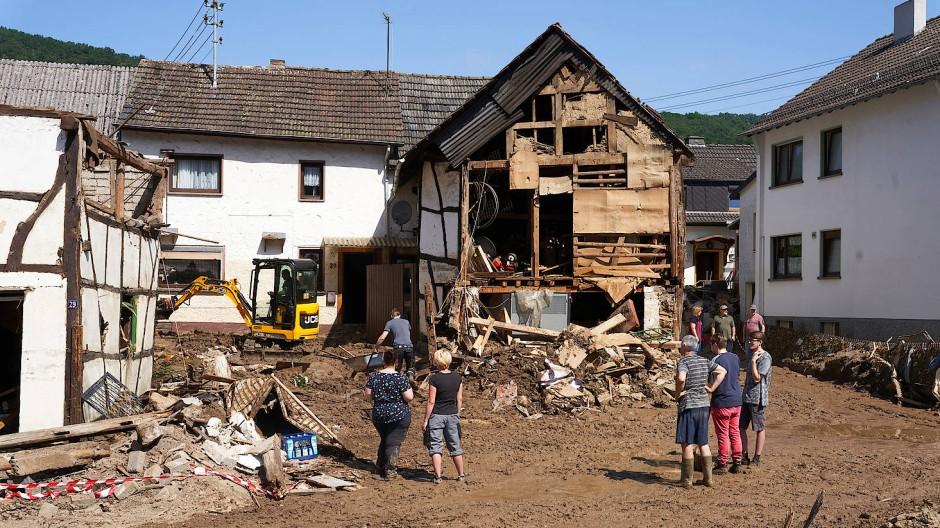Aufräumarbeiten in Schuld im Ahrtal (Rheinland-Pfalz)