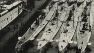 Unterseeboote der deutschen Kriegsmarine im Kieler Hafen.