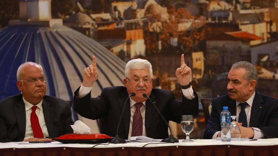 Palästinenserpräsident Mahmud Abbas spricht während einer Pressekonferenz im Anschluss an ein Treffen der Palästinenserführung.