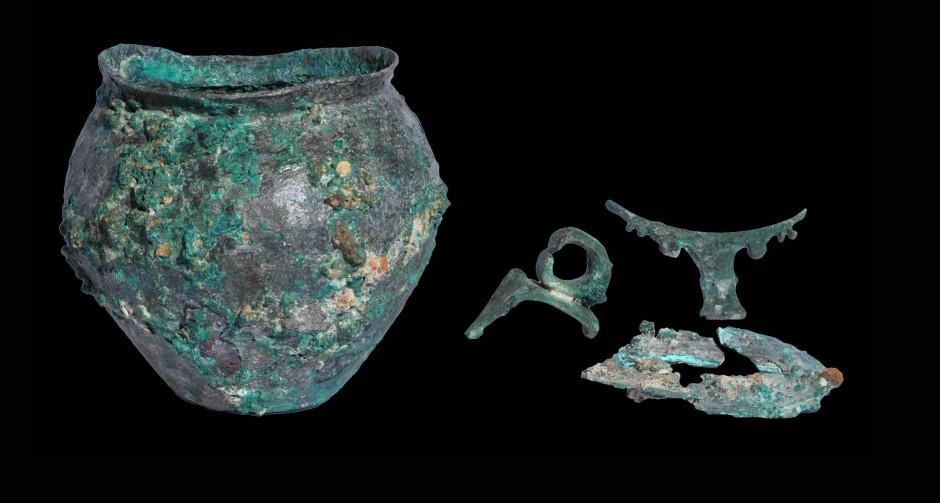 Brandschutt aus dem Sommer 64: Diese vom Feuer ramponierten Gefäße aus Bronze wurden bei Ausgrabungen westlich des Kolosseums gefunden.