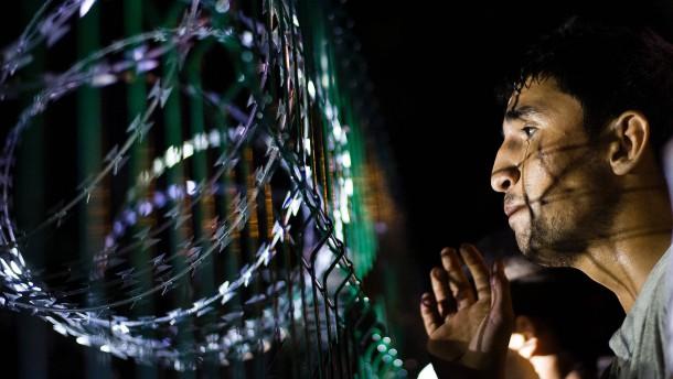 Amnesty: Flüchtlinge illegal in Camps in Ungarn festgehalten
