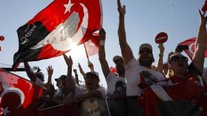 Zigtausende protestieren gegen Erdogans Politik