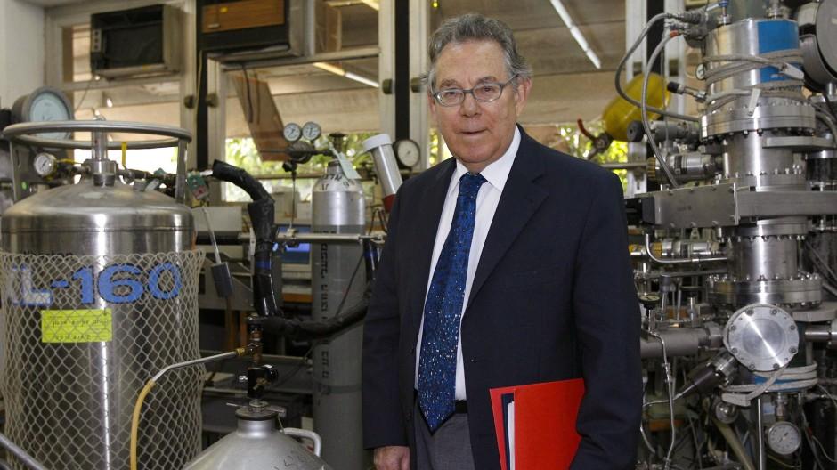 Vertraute Umgebung: Paul Crutzen in einem Chemieabor in Tel Aviv,  Dezember 2006