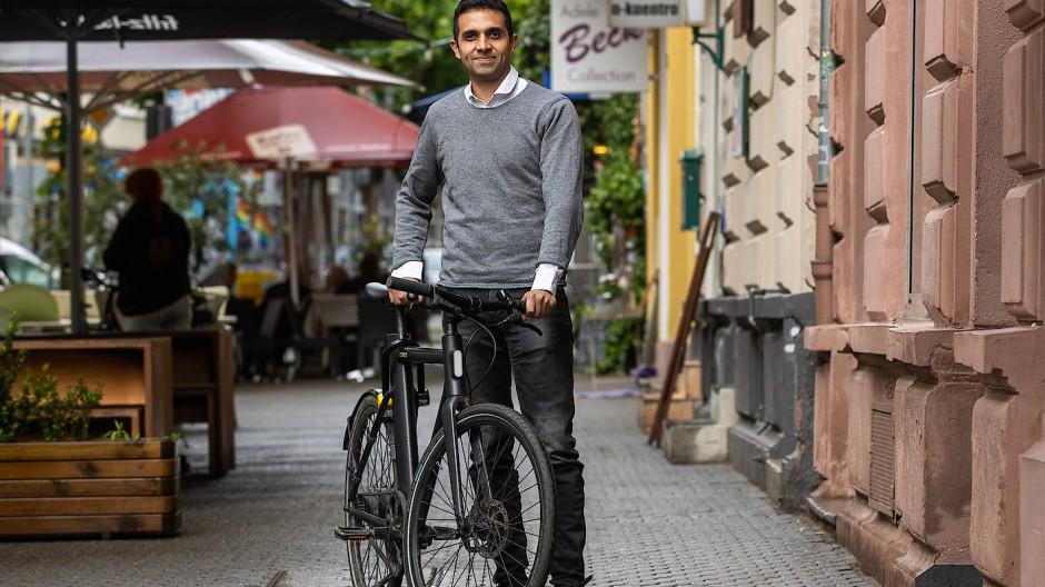 Wieder vereint: Nisar Naffati und sein Fahrrad