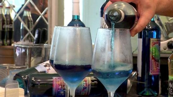 Blauer Wein aus Spanien