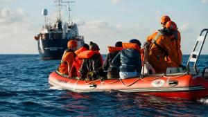 Deutsche Seenotretter warten weiterhin auf Einfahrtserlaubnis
