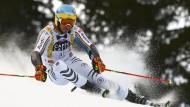 Felix Neureuther während seiner Abfahrt im Weltcup-Riesenslalom in Alta Badia.