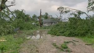 Verwüstungen und Tote nach Tornados und Unwettern
