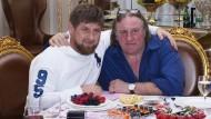 Die Männerfreundschaft währte nur kurz: der tschetschenische Präsident Ramzan Kadyrow mit dem Schauspieler Gerard Depardieu
