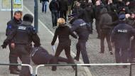 Regierung geht härter gegen Angriffe auf Polizisten vor